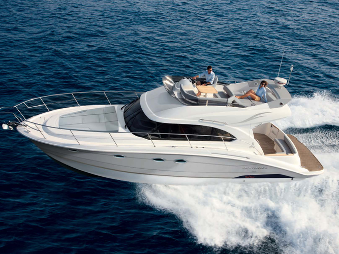 Experience a cruise around Marseille on this mini yacht !
