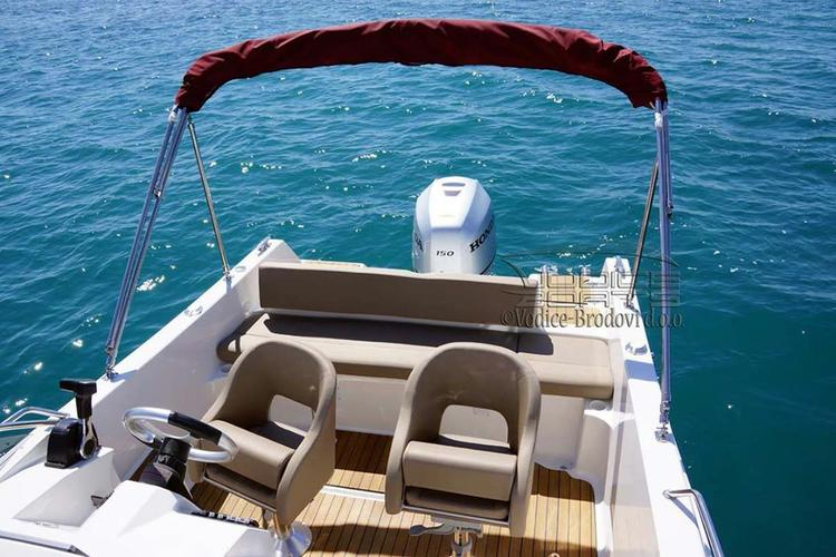 Up to 3 persons can enjoy a ride on this Other boat