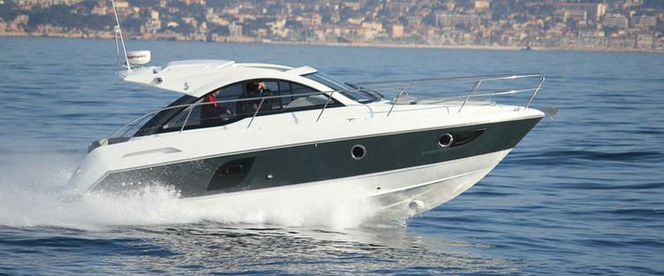 Jump aboard this beautiful Bénéteau Gran Turismo 34