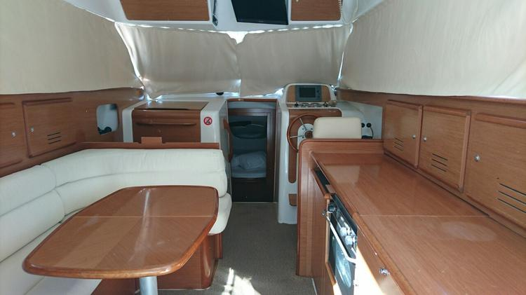 Discover Zadar region surroundings on this Antares 10,80 Fly Bénéteau boat