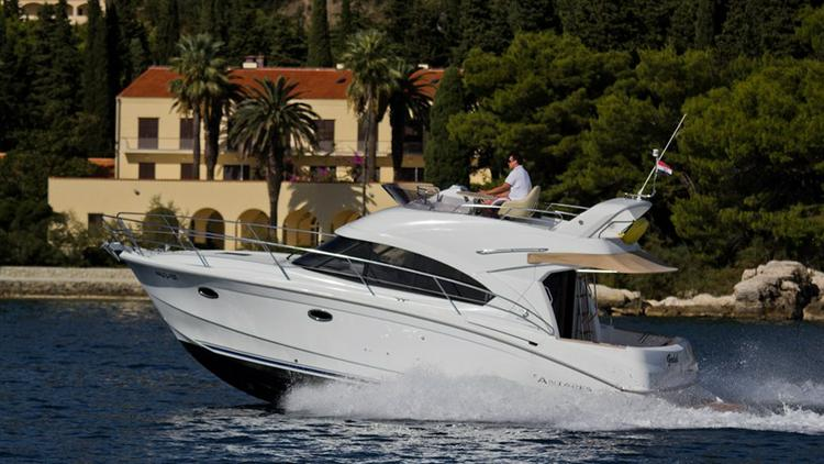 Sail the waters of Split region on this comfortable Bénéteau