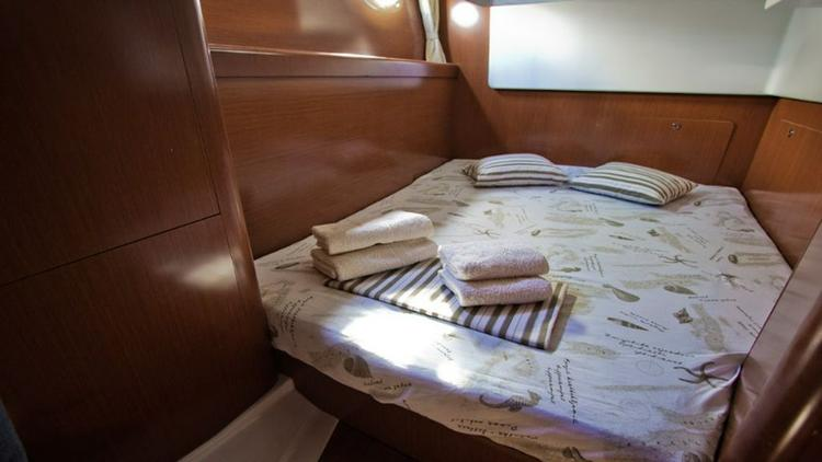 Discover Split region surroundings on this Antares 36 Bénéteau boat