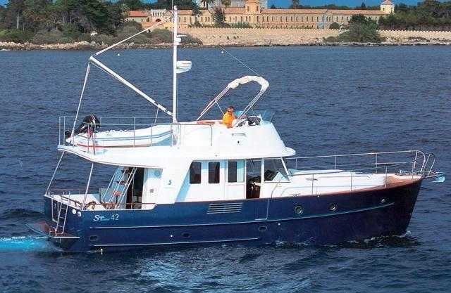 Discover Šibenik region surroundings on this Swift Trawler 42 Bénéteau boat