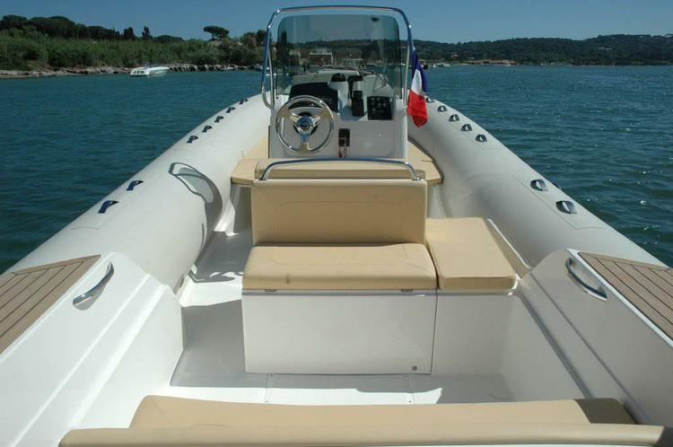 Rigid inflatable boat for rent in Marseille