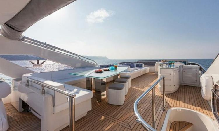 Motor yacht boat for rent in Istra