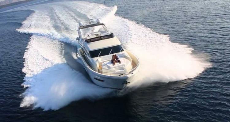 This 78.0' DOMINATOR SHIPYARD cand take up to 8 passengers around Istra