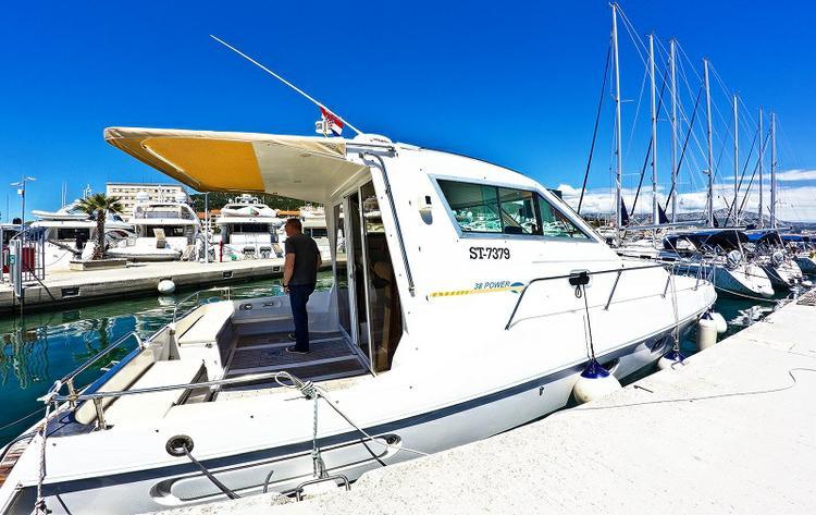 ELAN MOTOR YACHTS d.o.o.'s 38.0 feet in Split region