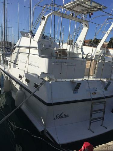 This 37.0' Holand Boats cand take up to 8 passengers around Zadar region
