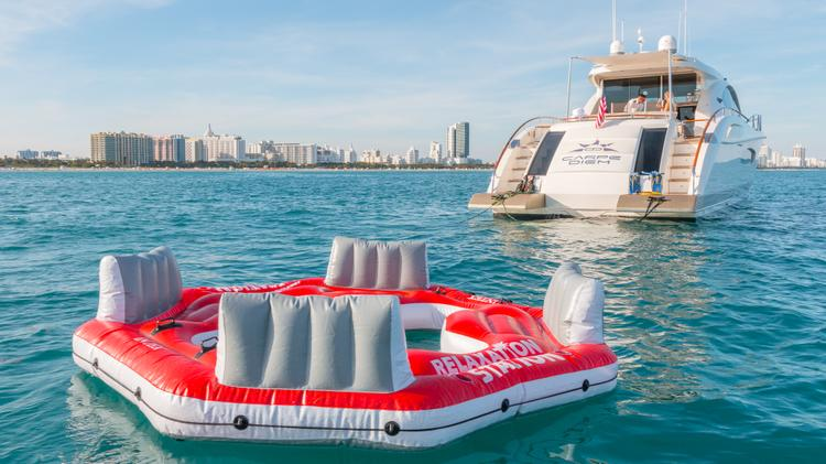 Discover Miami surroundings on this 75 LSX Lazzara boat