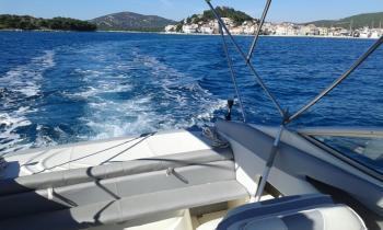 Discover Šibenik region surroundings on this Maxum 2400 SC3 Maxum Marine Boats boat