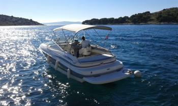 This 25.0' Maxum Marine Boats cand take up to 2 passengers around Šibenik region