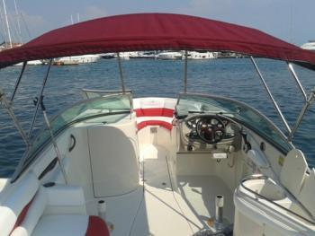 Discover Šibenik region surroundings on this Monterey 248 LS Monterey boat