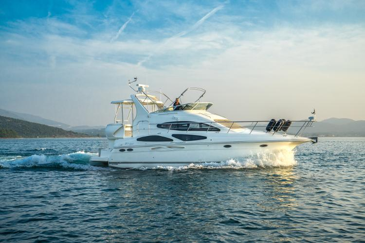 Discover Šibenik region surroundings on this CRUISERS 395 Payo yacht boat