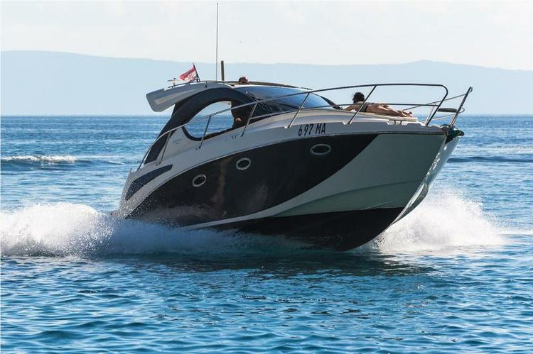 This 32.0' Pearl Sea Yachts d.o.o. cand take up to 4 passengers around Split region