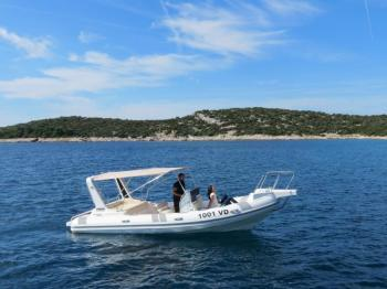 Discover Šibenik region surroundings on this Ragusa 750 RAGUSA MARINE boat