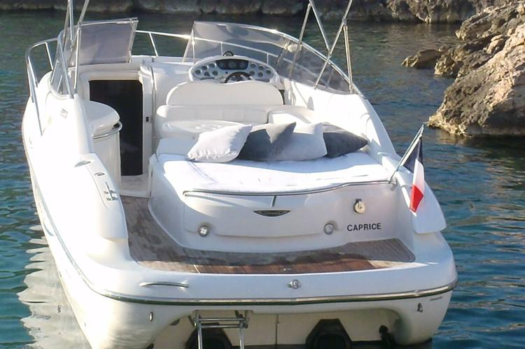 This 30.0' SESSA cand take up to 8 passengers around Marseille
