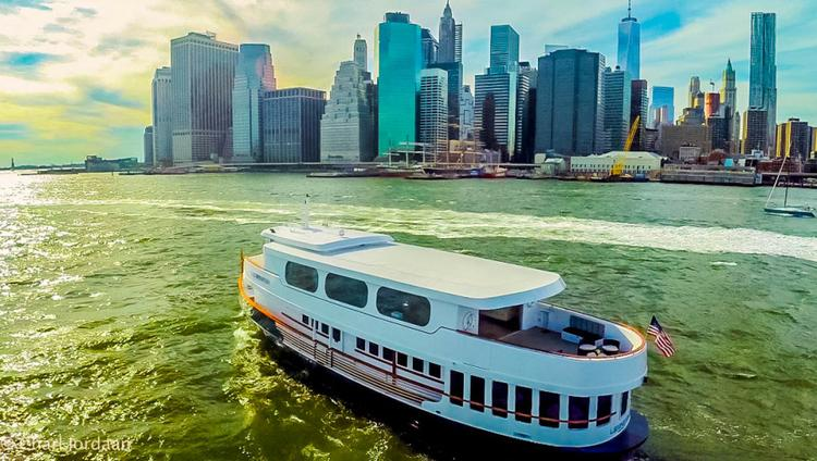 Discover New York surroundings on this Custom Scarano Boat Building boat
