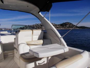 This 33.0' Sea Ray Boats cand take up to 5 passengers around Šibenik region
