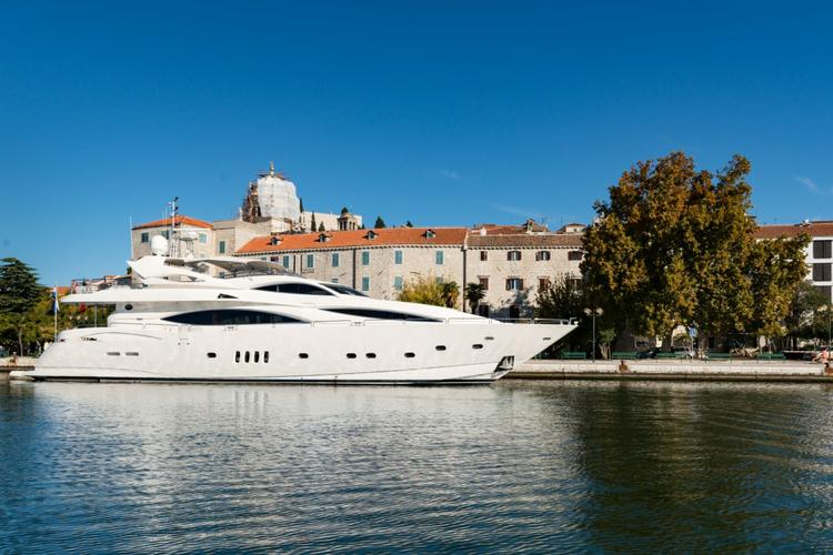 This 104.0' Sunseeker International cand take up to 8 passengers around Zadar region