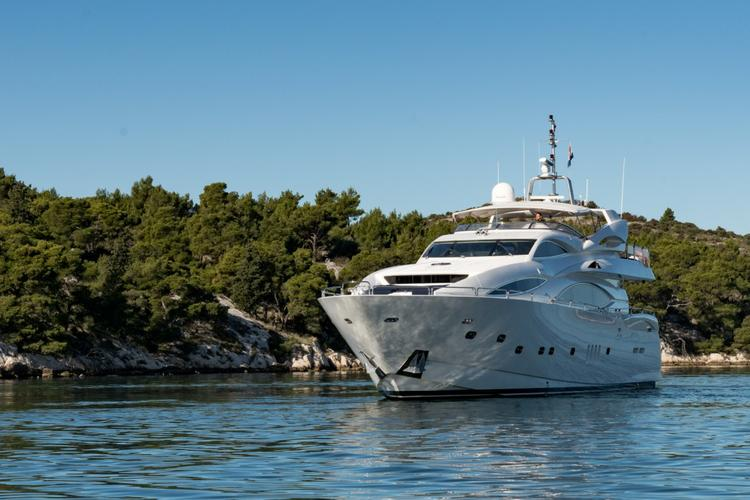 Motor yacht boat for rent in Zadar region