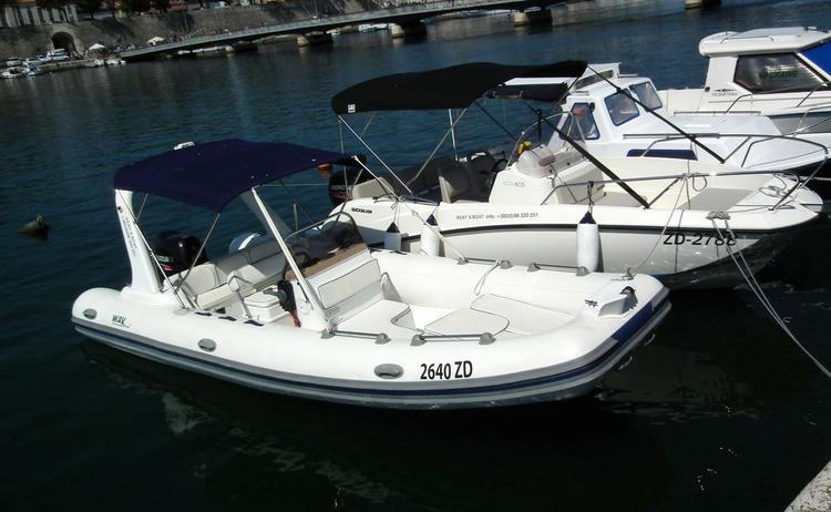This 19.0' Wav Marine cand take up to 10 passengers around Zadar region