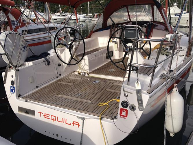 37.0 feet AD Boats in great shape