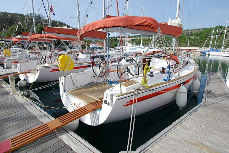 Discover Šibenik region surroundings on this Salona 38 AD Boats boat