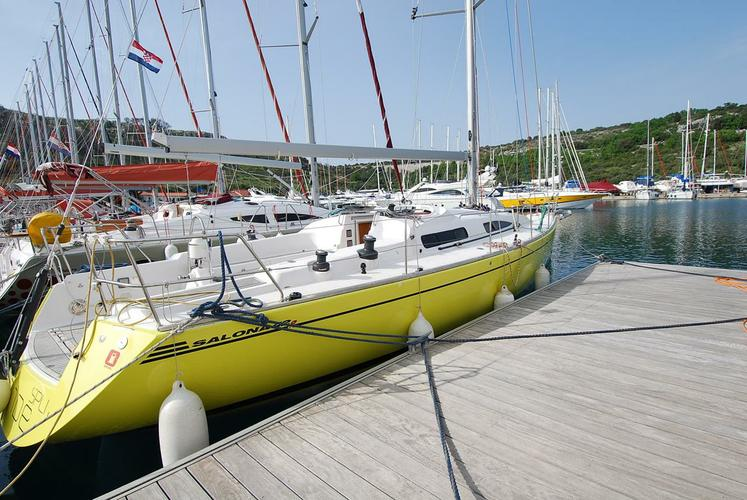 This 41.0' AD Boats cand take up to 8 passengers around Split region