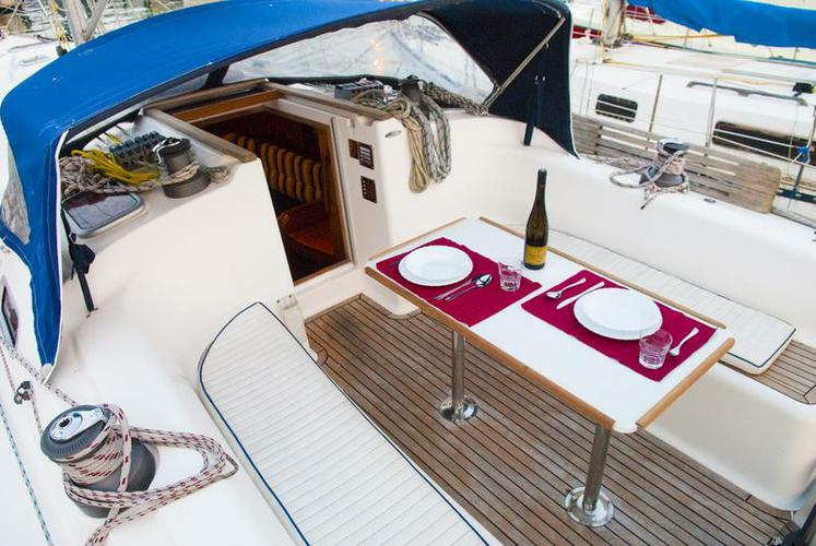 Up to 9 persons can enjoy a ride on this Other boat