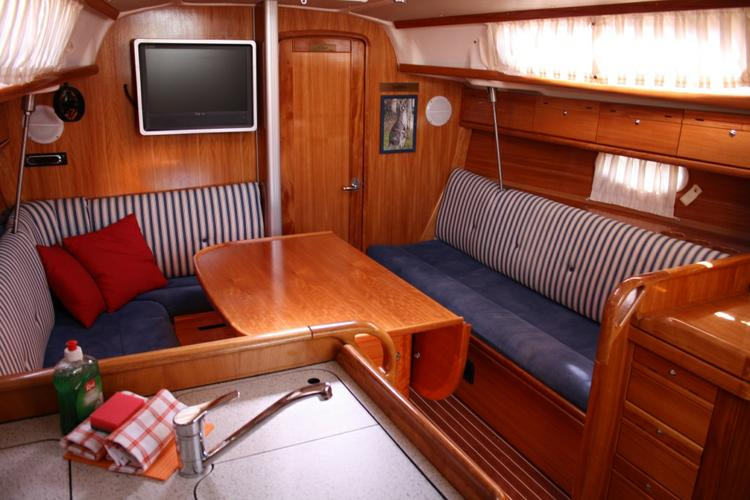 Discover Šibenik region surroundings on this Bavaria 34 Cruiser Bavaria Yachtbau boat