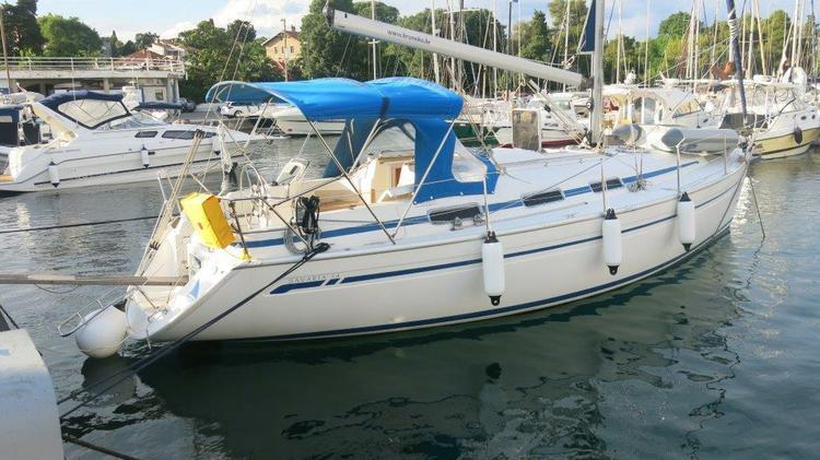 This 35.0' Bavaria Yachtbau cand take up to 8 passengers around Zadar region