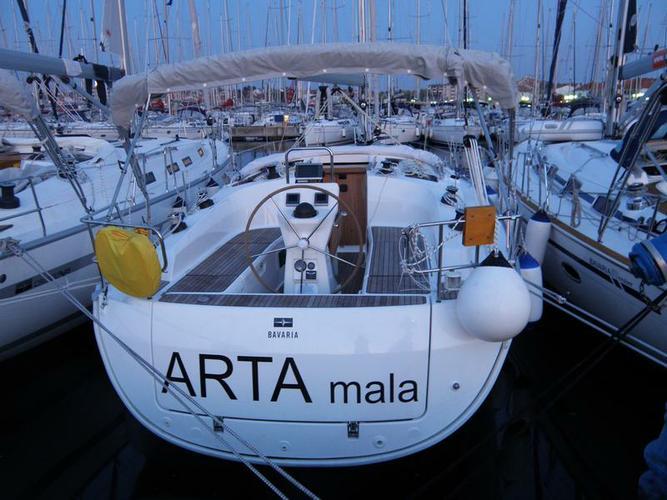 This 37.0' Bavaria Yachtbau cand take up to 7 passengers around Šibenik region