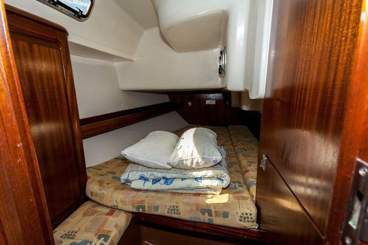 This 37.0' Bavaria Yachtbau cand take up to 8 passengers around Zadar region