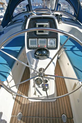 This 38.0' Bavaria Yachtbau cand take up to 6 passengers around Cyclades