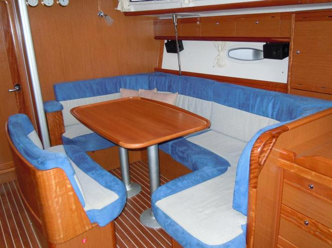 This 40.0' Bavaria Yachtbau cand take up to 8 passengers around Campania
