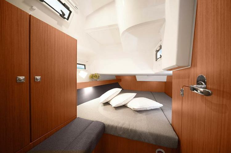 Discover Split region surroundings on this Bavaria Cruiser 41 Bavaria Yachtbau boat