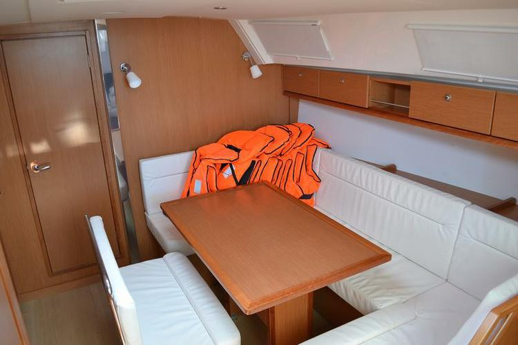 Up to 7 persons can enjoy a ride on this Bavaria Yachtbau boat