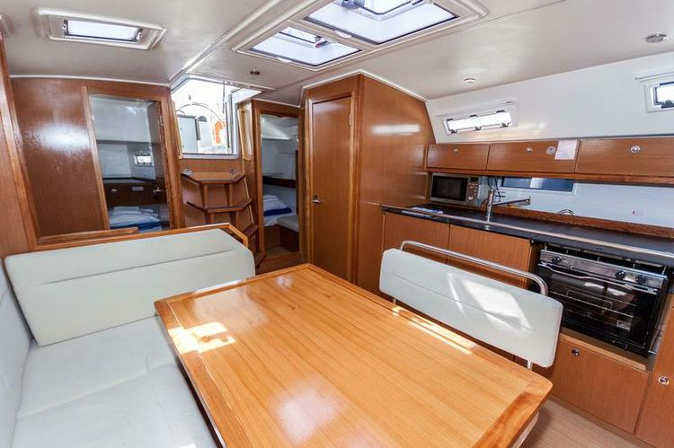 This 39.0' Bavaria Yachtbau cand take up to 8 passengers around Zadar region