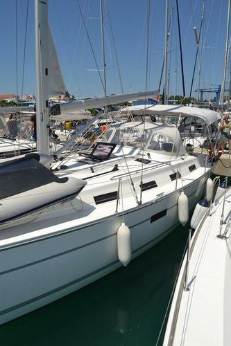 This 39.0' Bavaria Yachtbau cand take up to 7 passengers around Zadar region