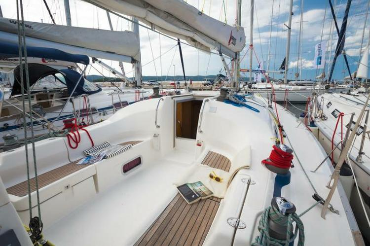 Discover Zadar region surroundings on this Bavaria 42 Match Bavaria Yachtbau boat