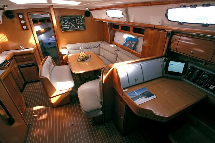 This 42.0' Bavaria Yachtbau cand take up to 6 passengers around Cyclades