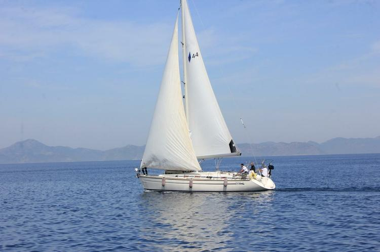Take this Bavaria Yachtbau Bavaria 44 for a spin !