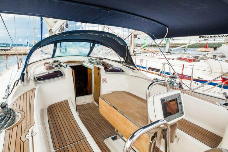 Up to 10 persons can enjoy a ride on this Bavaria Yachtbau boat