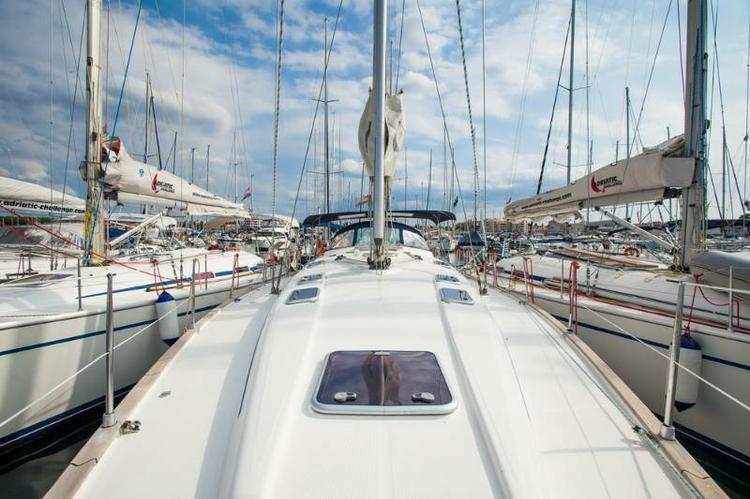 This 47.0' Bavaria Yachtbau cand take up to 10 passengers around Zadar region