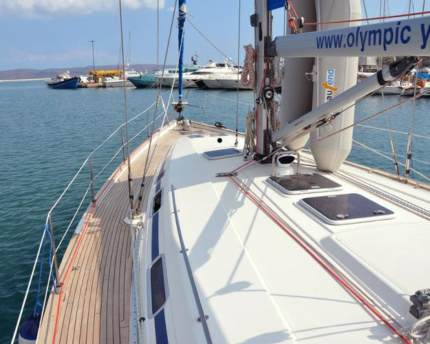 This 48.0' Bavaria Yachtbau cand take up to 8 passengers around Cyclades