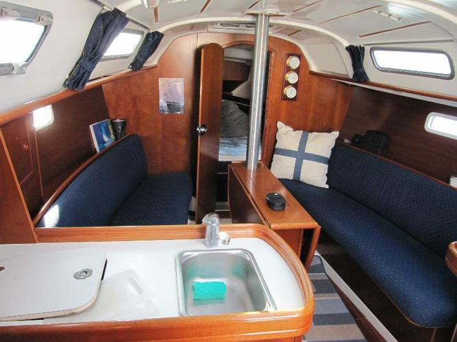 Discover Kvarner surroundings on this Oceanis 311 Bénéteau boat