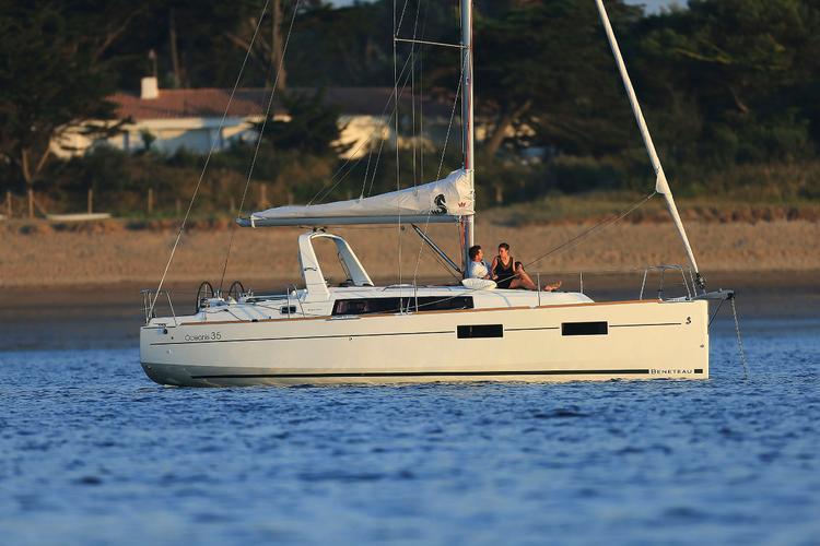 Discover Šibenik region surroundings on this Oceanis 35 Bénéteau boat