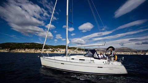 Discover Split region surroundings on this Oceanis Clipper 343 Bénéteau boat