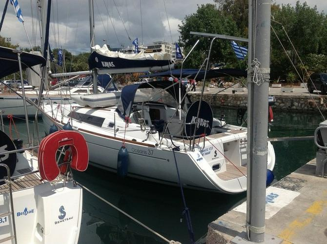 This 37.0' Bénéteau cand take up to 6 passengers around Ionian Islands