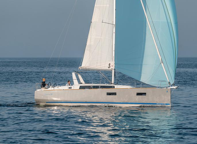 Discover Zadar region surroundings on this Oceanis 38 Bénéteau boat